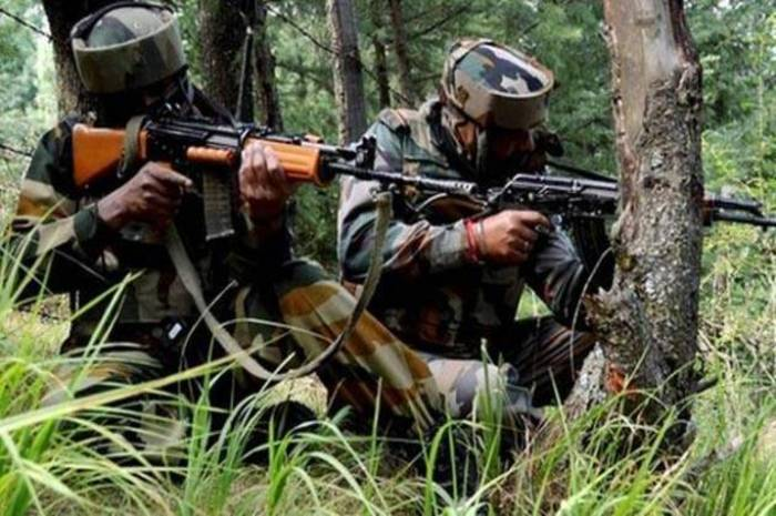 जम्मू एवं कश्मीर, शोपियां जिले, 2 आतंकवादियों, आत्मसमर्पण, हिजबुल मुजाहिदीन